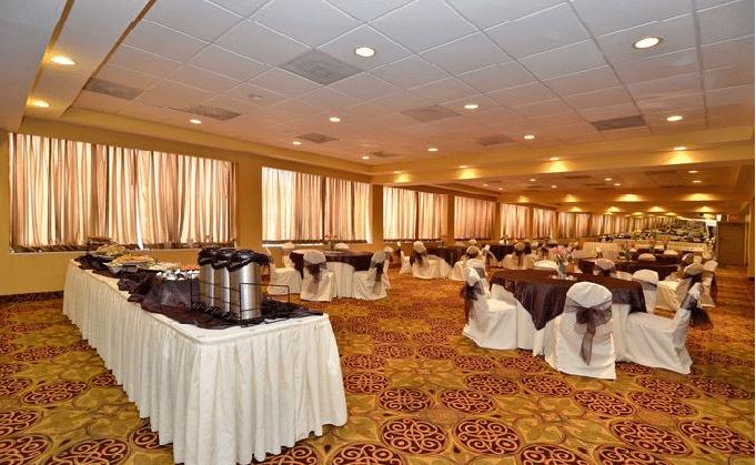 Quality Inn & Suites New York Avenue Hotels Near The Verizon Center
