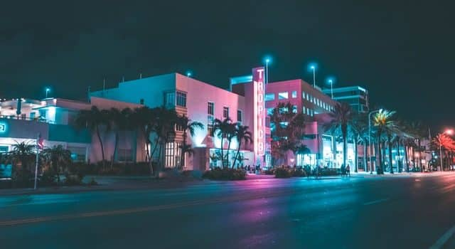 Hotels Near Wet Willies in Miami