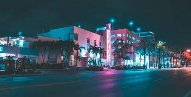 Hotels Near Wet Willies in Miami